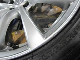 スカイラインクーペ タイプS の19インチ純正ハイパーシルバーアルミホイールのガリキズ・擦り傷・欠けのリペア(修理・修復・再生)前アップ写真②