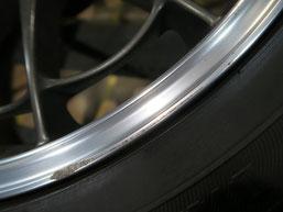 マークxのアルミホイール(ENKEI:エンケイ)のガリ傷・すりキズのリペア(修理・修復)前の写真4