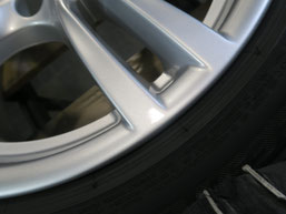 BMW320d 純正アルミホイールの、ガリ傷・擦りキズのリペア(修理・修復)後の傷アップ写真2