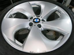 BMW X6 純正 アルミホイール(ハイパーシルバー)20インチのガリ傷・擦りキズのリペア(修理・修復・再生)前ホイール写真1
