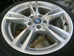BMW320d 純正アルミホイールの、ガリ傷・擦りキズのリペア(修理・修復)後のホイール写真1