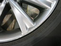 レクサスRX450h純正アルミホイールの、ガリ傷・すりキズのリペア(修理・修復)前の傷アップ写真