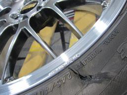 BBSアルミホイール(20インチ)のガリキズ・擦り傷・欠けのリペア(修理・修復・再生)前の傷アップ写真①