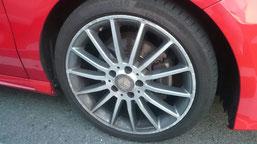 ベンツA180の純正シルバーダイヤモンド(ダイヤモンドカット仕上げ)ホイールのガリ傷・擦りキズ・欠けの、リペア(修理・修復):再ダイヤモンドカット加工後、車輌取り付け後の写真