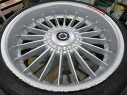 BMW Z4 アルピナ Sドライブ35i のアルミホイールのガリ傷・すりキズ・欠けのリペア(修理・修復)前のホイールアップ写真