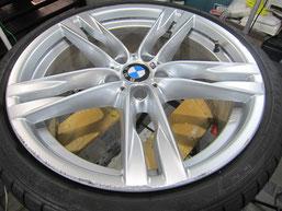 BMW640iクーペ・カブリオレの20インチ純正アルミホイールの、ガリキズ・擦り傷・欠けのリペア(修理・修復・再生)前のホイールアップ写真④