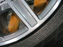 メルセデス・ベンツC200AMGの純正アルミホイールのガリキズ・すり傷 のリペア(修理・修復)前のホイールBの写真2