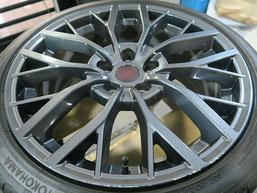 スバル、WRX・STI・特別仕様車S2084の純正アルミホイールのガリキ傷・擦りキズのリペア(修理・修復)前の写真1