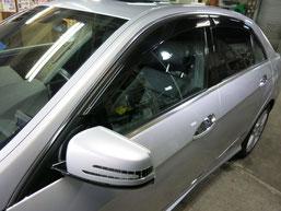 ベンツE350窓モール(ステンレスモール)の染み・曇り・白濁(水ジミ・水垢・鱗状痕・腐食)の除去・修理・磨き及びコーティング後の写真1
