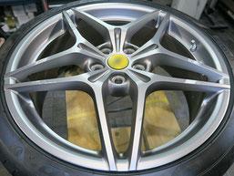 フェラーリ・カリフォルニアTの純正アルミホイールの、ガリキズ・すり傷 のリペア(修理・修復)前のホイール写真3