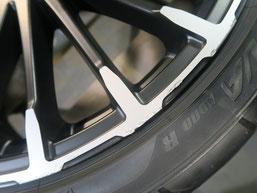 無限 シビック のアルミホイールの、ガリ傷・擦りキズのリペア(修理・修復)前の傷修理箇所アップ写真g