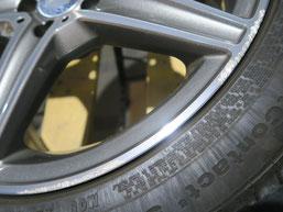 メルセデス・ベンツC220dの純正AMGアルミホイールのガリ傷・擦りキズ のリペア(修理・修復)前の傷のアップ写真