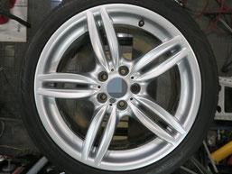 BMW523dの18インチ純正シルバー塗装ホイール2本のガリ傷・すりキズ傷のリペア(修理・修復)後のホイールBの写真2
