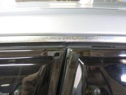 ベンツE350窓モール(ステンレスモール)の染み・曇り・白濁(水ジミ・水垢・鱗状痕・腐食)の除去・修理・磨き及びコーティング前の写真3