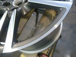ポルシェ・パナメーラ、ダイヤモンドカット純正アルミホイールのガリ傷・すりキズの修理・修復後の写真2