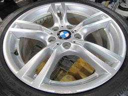 BMW320iのハイパーシルバー塗装仕上げの18インチ純正アルミホイールのガリキズ・すり傷のリペア(修理・修復)前のホイール全景写真