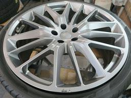 マセラティ・ギブリの純正アルミホイールのマットブラック(艶消しブラック)へのカラーチェンジ(色塗り替え)のホイールB施工前写真1