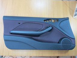 BMW318CIクーペ ドア(内装内張り)ノブの塗装の剥がれ(剥げ)・めくれ・傷・ベタ付き(ネバ付き)のリペア(修理・修復・再生)前の助手席ドアの写真