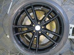 BMW・M4クーペの純正アルミホイール19インチのガリ傷・擦りキズのリペア(修理・修復)前のホイール写真2