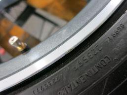 メルセデス・ベンツC200AMGの純正アルミホイールのガリキズ・すり傷 のリペア(修理・修復)前のホイールBの写真3