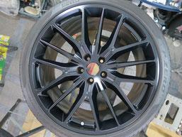マセラティ・ギブリの純正アルミホイールのマットブラック(艶消しブラック)へのカラーチェンジ(色塗り替え)のホイールB施工後写真2