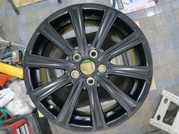 レクサスNX200Tの 純正アルミホイールを、マット(艶消し)ブラックにカラーチェンジ(色塗り替え)および傷修理後のホイールD写真2
