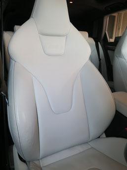 AudiアウディRS4のレザーシート の傷・破れ・剥がれ・等のリペア(修理・修復・再生)前の写真4