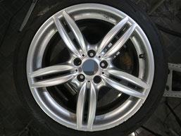 BMW523dの18インチ純正シルバー塗装ホイール2本のガリ傷・すりキズ傷のリペア(修理・修復)前のホイールAの写真2