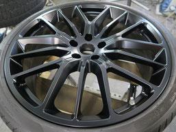 マセラティ・ギブリの純正アルミホイールのマットブラック(艶消しブラック)へのカラーチェンジ(色塗り替え)のホイールC施工後写真1