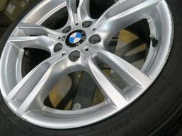 BMW320iツーリング・Mスポーツの純正アルミホイールの、ガリ傷・擦りキズのリペア(修理・修復)前の傷の写真