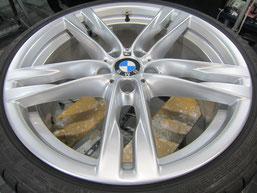 BMW640iクーペ・カブリオレの20インチ純正アルミホイールの、ガリキズ・擦り傷・欠けのリペア(修理・修復・再生)後のホイールアップ写真②