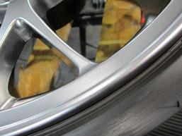 ランサー・エボリューションの純正BBSアルミホイールのガリキズ・擦り傷のリペア(修理・修復)後の傷アップ写真1