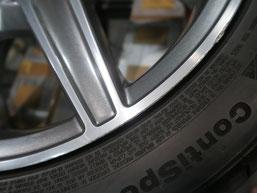 メルセデス・ベンツC200AMGの純正アルミホイールのガリ傷・擦りキズ のリペア(修理修復)前のホイールAの傷アップ写真