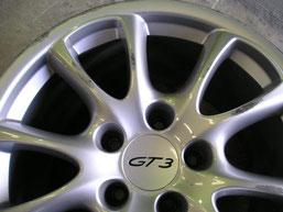 ポルシェ911(996)GT3、純正アルミホイールのガリ傷・擦りキズのリペア(修理・修復)前の傷アップ写真①