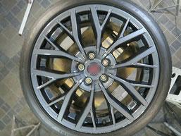 スバル、WRX・STI・特別仕様車S2084の純正アルミホイールのガリキ傷・擦りキズのリペア(修理・修復)前の写真2