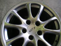 ポルシェ911(996)GT3、純正アルミホイールのガリ傷・擦りキズのリペア(修理・修復)前の傷アップ写真②