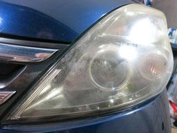 トヨタ・アイシスのヘッドライトの曇り・黄ばみ・劣化の除去(修理・修復)、左側修理前4