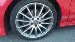 ベンツA180の純正シルバーダイヤモンド(ダイヤモンドカット仕上げ)ホイールのガリ傷・擦りキズ・欠けの、リペア(修理・修復):再ダイヤモンドカット加工前のホイールA