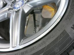 メルセデス・ベンツC200AMGの純正アルミホイールのガリキズ・すり傷 のリペア(修理・修復)前のホイールAの写真2