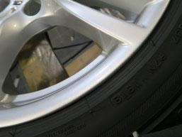 BMW320d 純正アルミホイールの、ガリ傷・擦りキズのリペア(修理・修復)後の傷アップ写真1