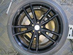 BMW・M4クーペの純正アルミホイール19インチのガリ傷・擦りキズのリペア(修理・修復)後のホイール写真2
