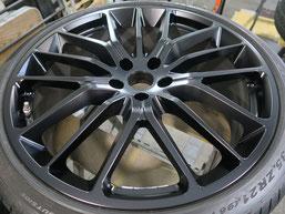 マセラティ・ギブリの純正アルミホイールのマットブラック(艶消しブラック)へのカラーチェンジ(色塗り替え)のホイールD施工後写真1
