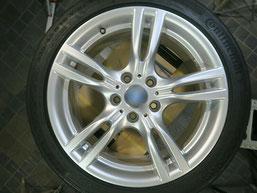 BMW 320d Mスポーツ の純正アルミホイールの、ガリ傷・擦りキズのリペア(修理・修復)後のホイール写真2