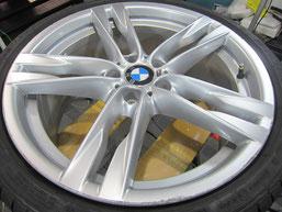 BMW640iクーペ・カブリオレの20インチ純正アルミホイールの、ガリキズ・擦り傷・欠けのリペア(修理・修復・再生)前のホイールアップ写真⑤
