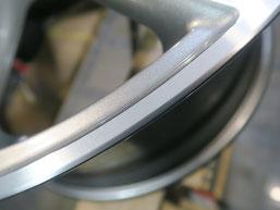 マセラティ・ギブリの純正ダイヤモンドカット仕上げアルミホイールのガリ傷・擦りキズをリペア(修理・修復)後のアップ写真