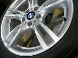 BMW320iツーリング・Mスポーツの純正アルミホイールの、ガリ傷・擦りキズのリペア(修理・修復)後の傷の写真
