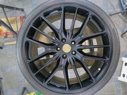 マセラティ・ギブリの純正アルミホイールのマットブラック(艶消しブラック)へのカラーチェンジ(色塗り替え)のホイールC施工後写真2