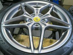 フェラーリ・カリフォルニアTの純正アルミホイールの、ガリキズ・すり傷 のリペア(修理・修復)前のホイール写真1