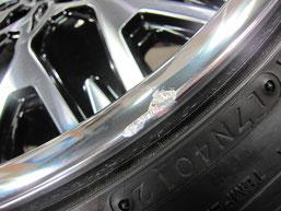 トヨタ ヴェルファイアの20インチアルミホイール(社外ホイール:アミスタット レバーレ)のガリ傷・擦りキズ・欠けのリペア(修理・修復・再生)前の傷アップ写真①