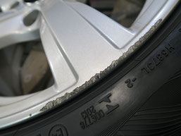 BMW Z4 のアルミホイールのガリキズ・擦り傷のリペア(修理・修復)前の傷アップ写真